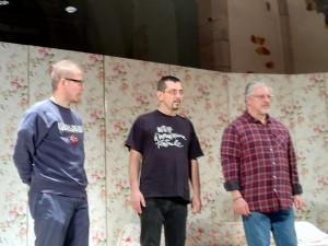 Tre uomini in scena